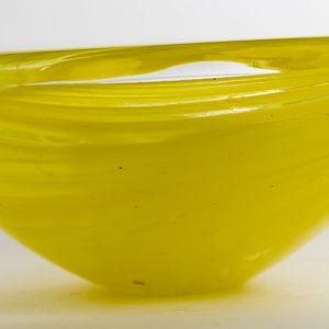 cenicero amarillo de cristal de Bohemiaaños 60