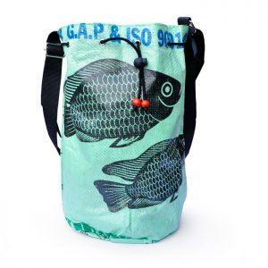 Mochila realizada con sacos reciclados, 25 €