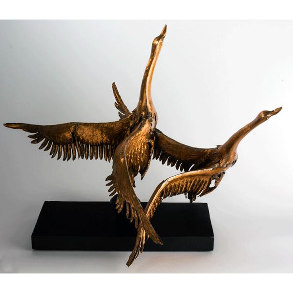 escultura de patos color cobre